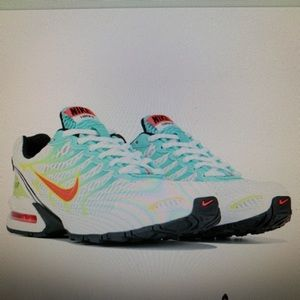 WOMENS NIKE TORCH 4 RUNNING SHOES SIZE 10 NEW!